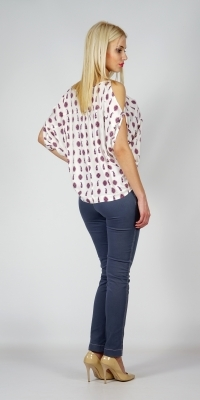Ladies cotton blouse free silhouette and slits at the shoulders 10770
