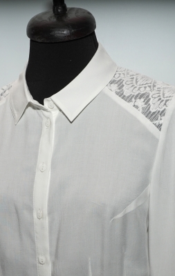 Elegant lady's white cotton shirt with lace and long sleeves 30212